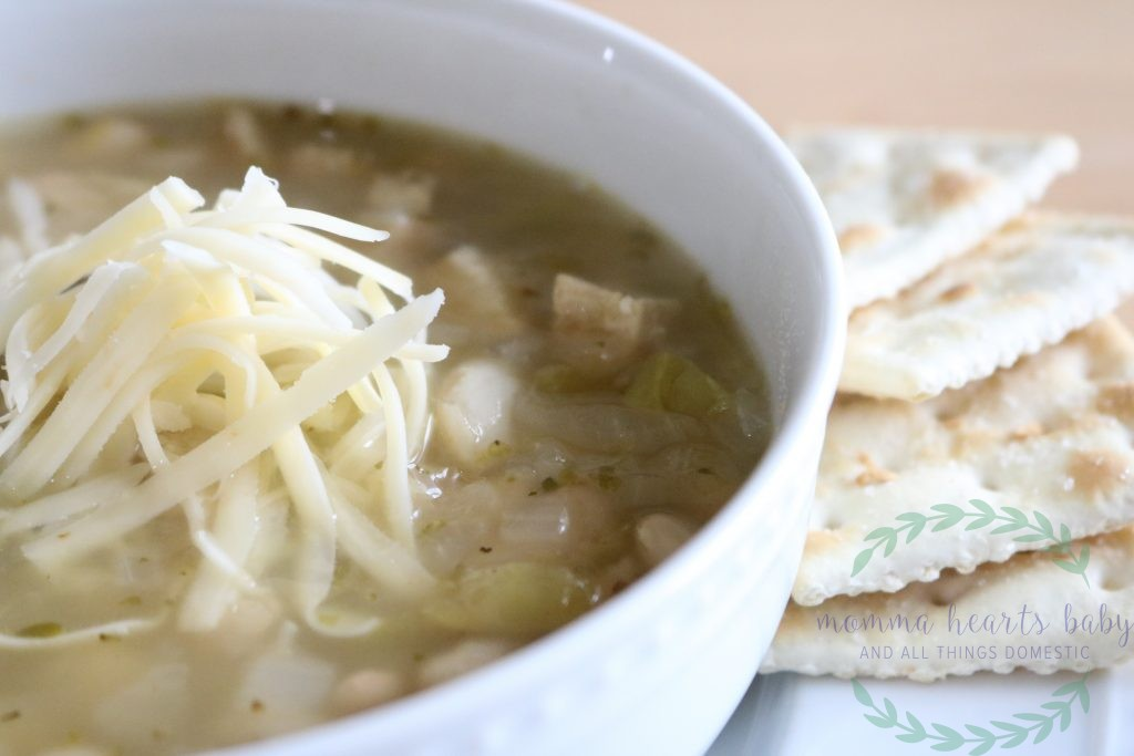 white chicken chili with saltines